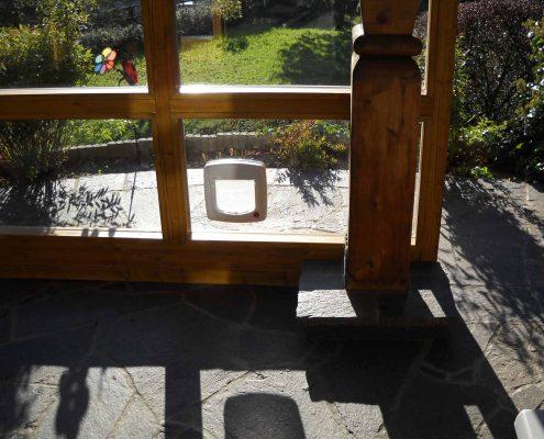 katzenklappe im glasfenster